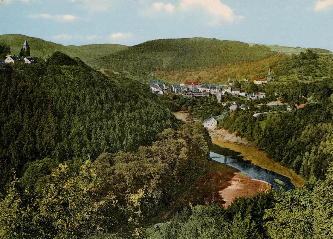 1968-Blick-ins-Tal-mit-altem-Sportplatz