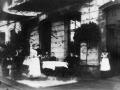 1900-Kurgaeste-vor-Eifeler-Hof-2.jpg