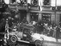 1911-Kaiser-im-Auto.jpg