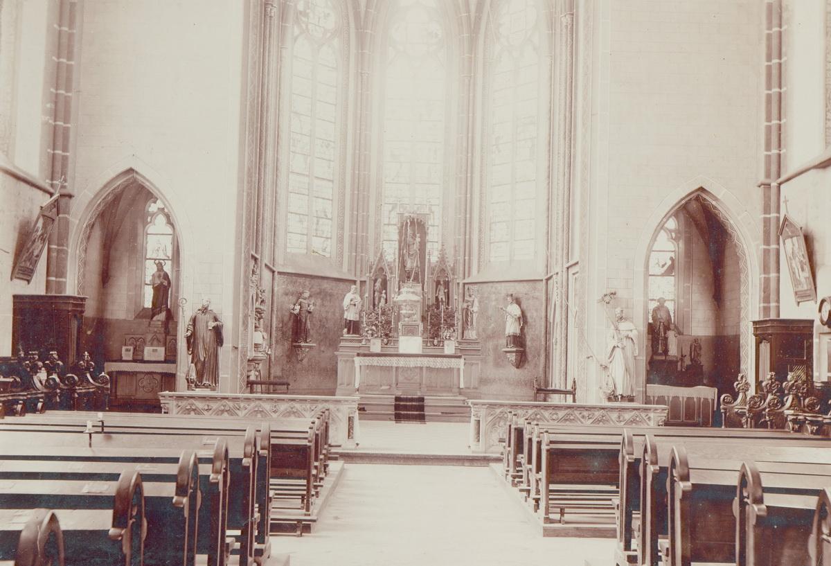 1897-Innenraum-mit-Hochaltar