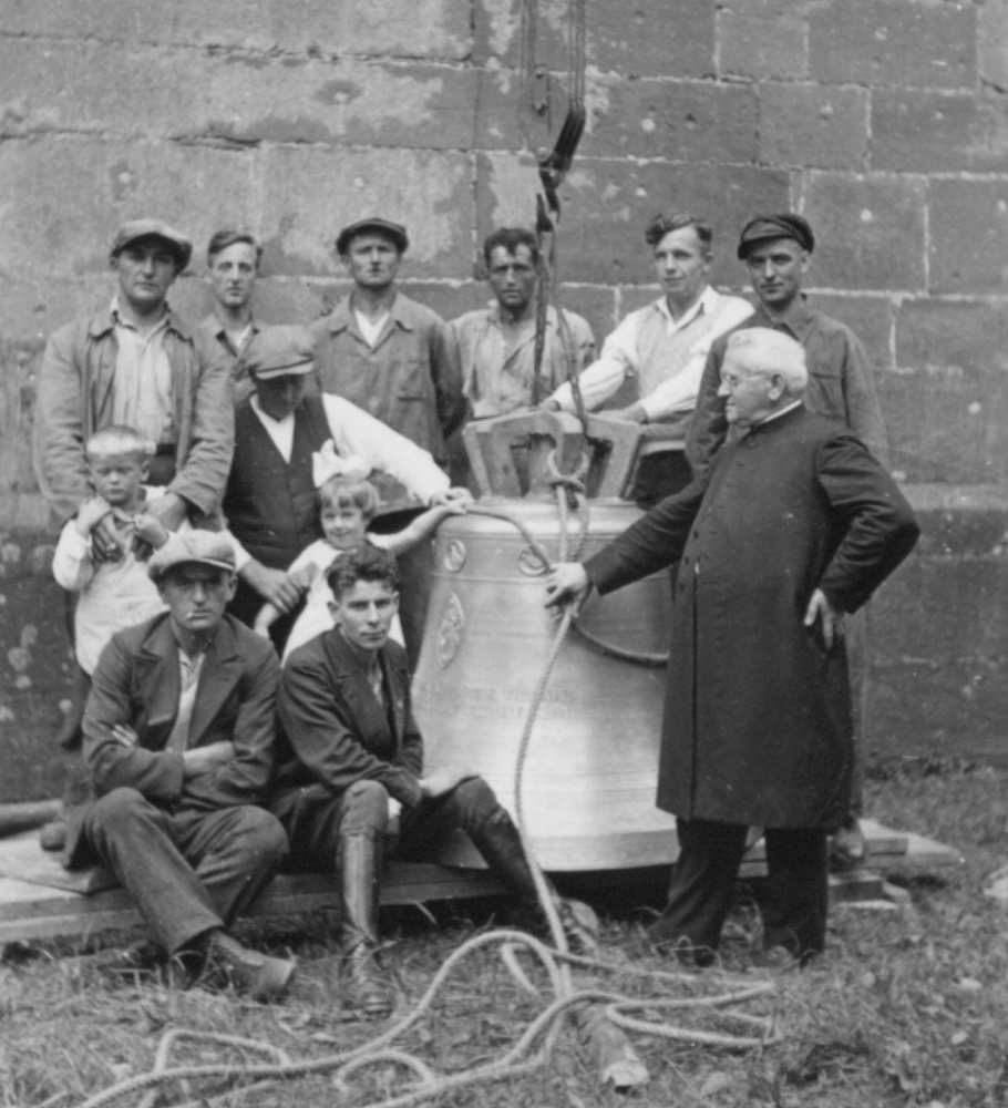 1933-Glocke-Aufbau-Leute
