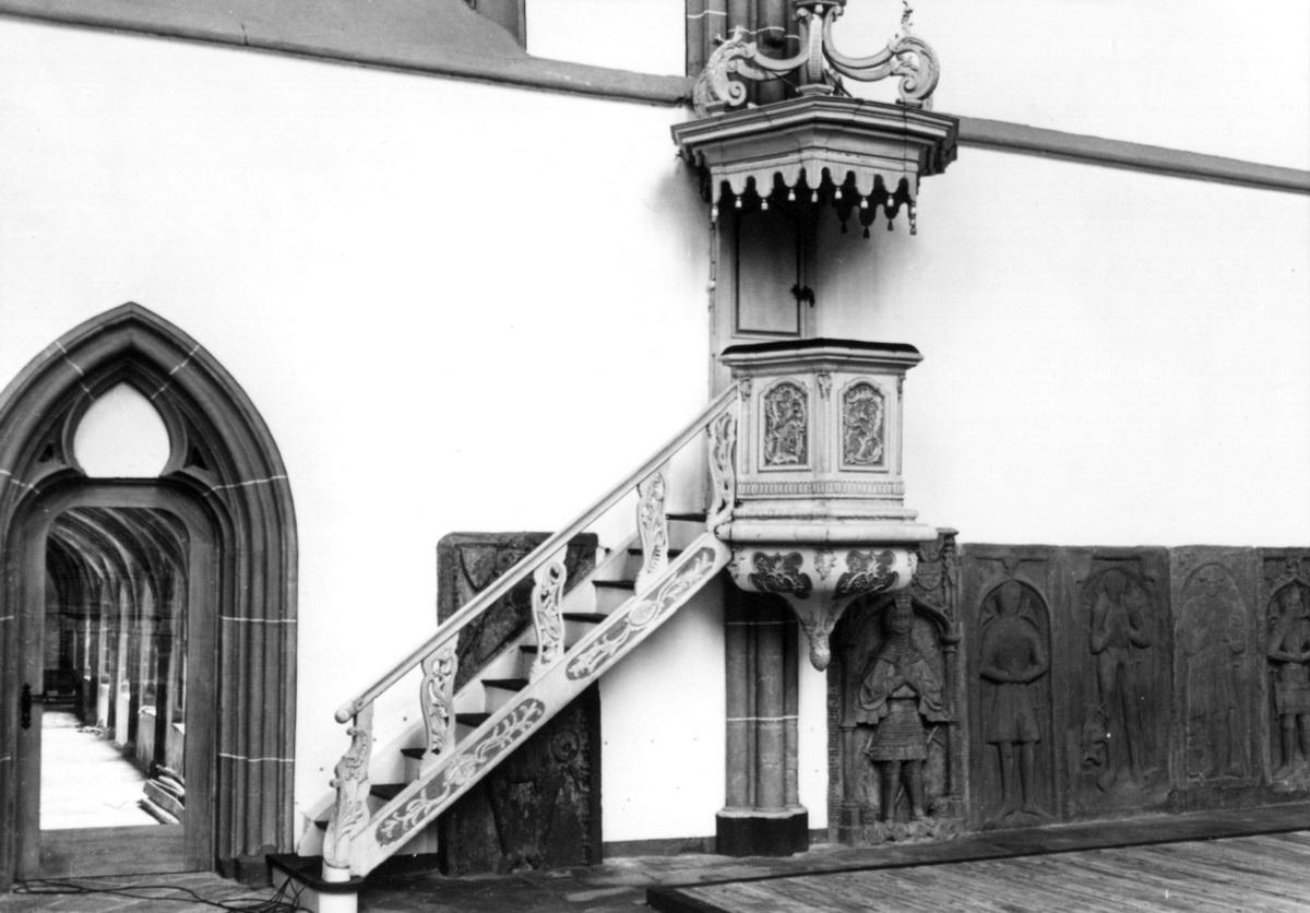Kanzel-bei-Innenrenovierung